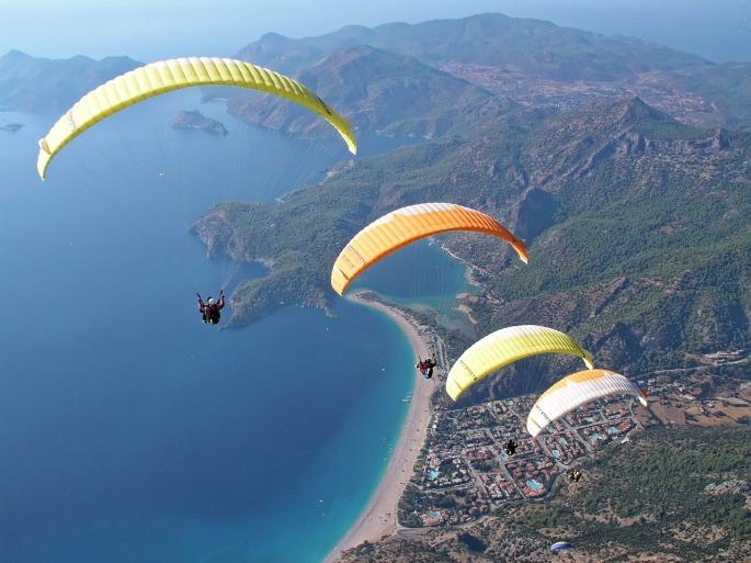 paragliding-1219990_1280